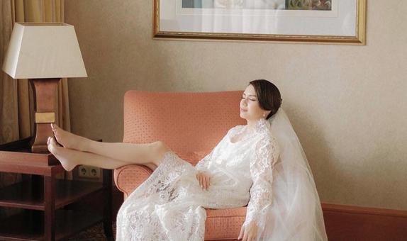 Upper East Bridesmaid - Vera Wang Full Lace (Long)