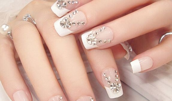 nail art - 24 pcs kuku palsu putih dengan barisan permata
