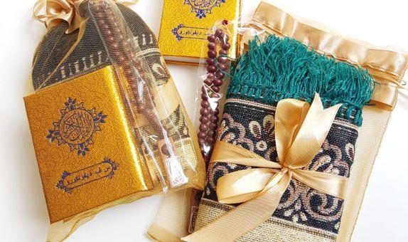 Paket Souvenir 3 in 1 Sajadah, Al Quran saku, Tasbih untuk Travelling