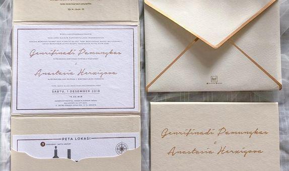 Folded board Invitation - Champagne Gold Theme