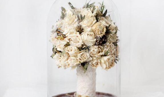 Hand Bouquet Glassdome