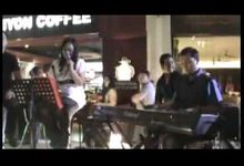 SURABAYA TOWN SQUARE by Dusie & FRIENDS Acoustic Band