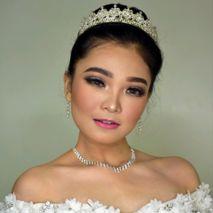 Sissy makeup artis