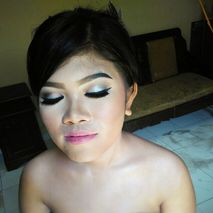 Lian wedding makeup and decoration