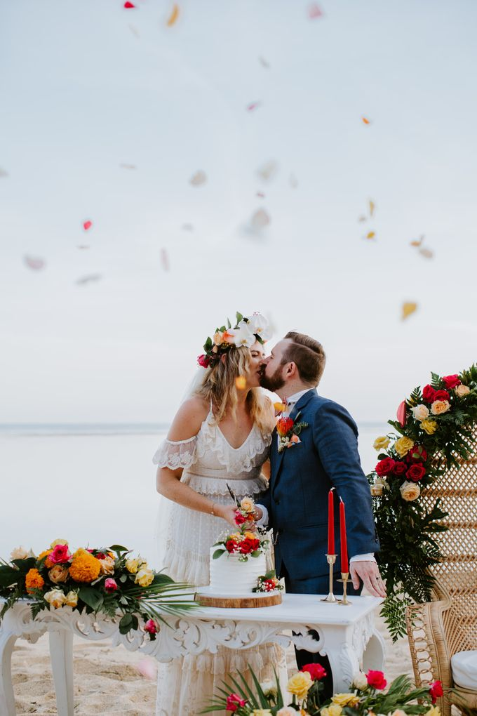 Tropical-themed wedding with Boho inspirations by Amora Bali Weddings - 027