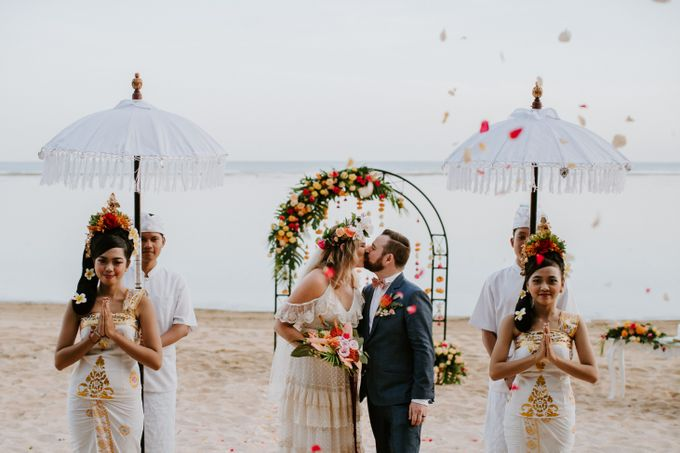 Tropical-themed wedding with Boho inspirations by Amora Bali Weddings - 038