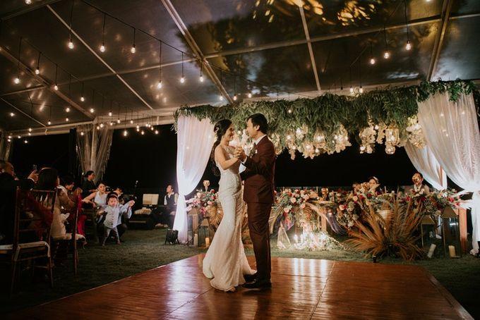 Burgundy & Navy Blue Wedding Decoration by Bali Izatta Wedding Planner & Wedding Florist Decorator - 010
