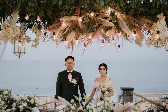 Cliff Wedding Dinner by Bali Izatta Wedding Planner & Wedding Florist Decorator - 010