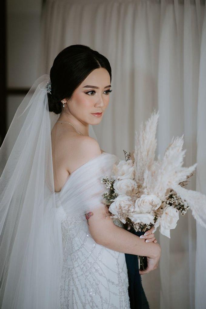 Cliff Wedding Dinner by Bali Izatta Wedding Planner & Wedding Florist Decorator - 001