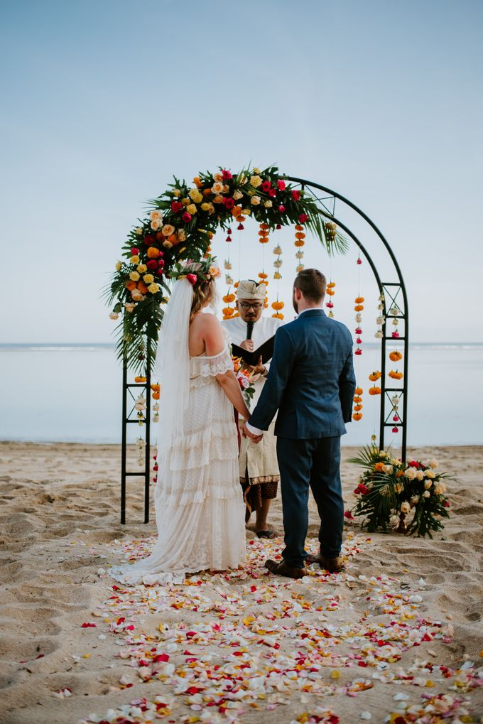 Tropical-themed wedding with Boho inspirations by Amora Bali Weddings - 018