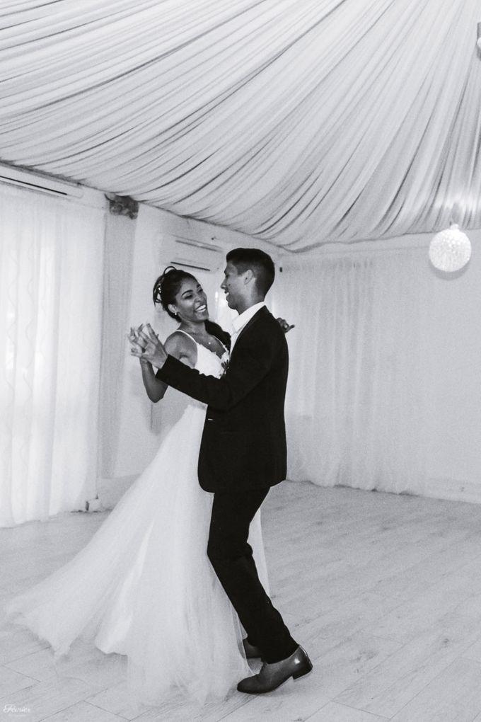 Beautiful Wedding In France - Fevrier Photography by Février Photography | Paris Photographer - 012
