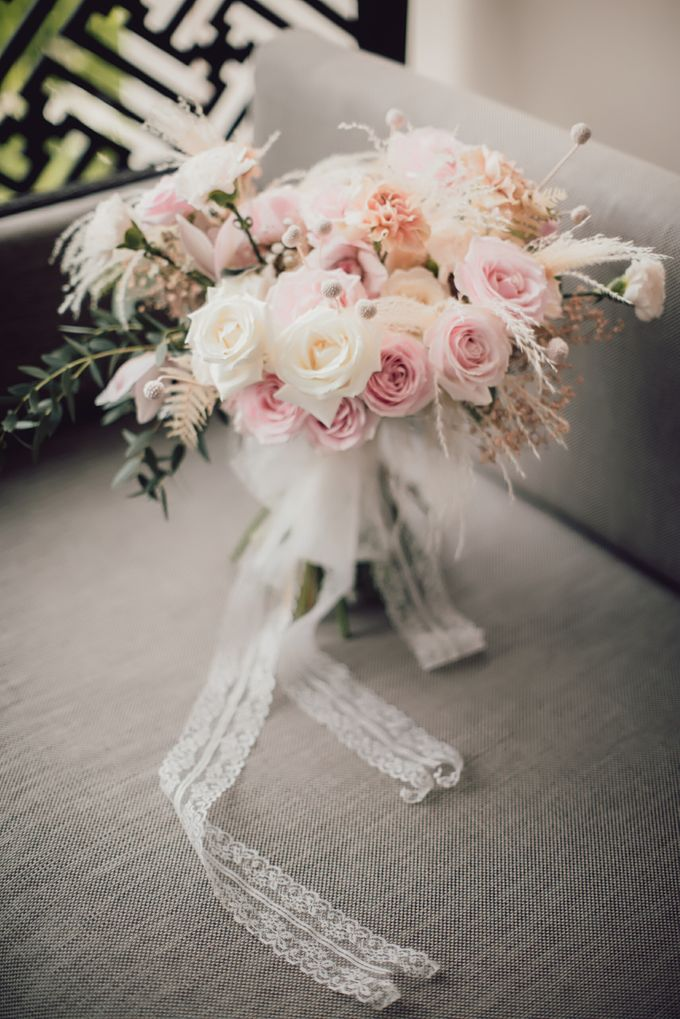 An Elegant Timeless Blush and Rose Gold Arrangement by Bali Wedding Atelier - 005