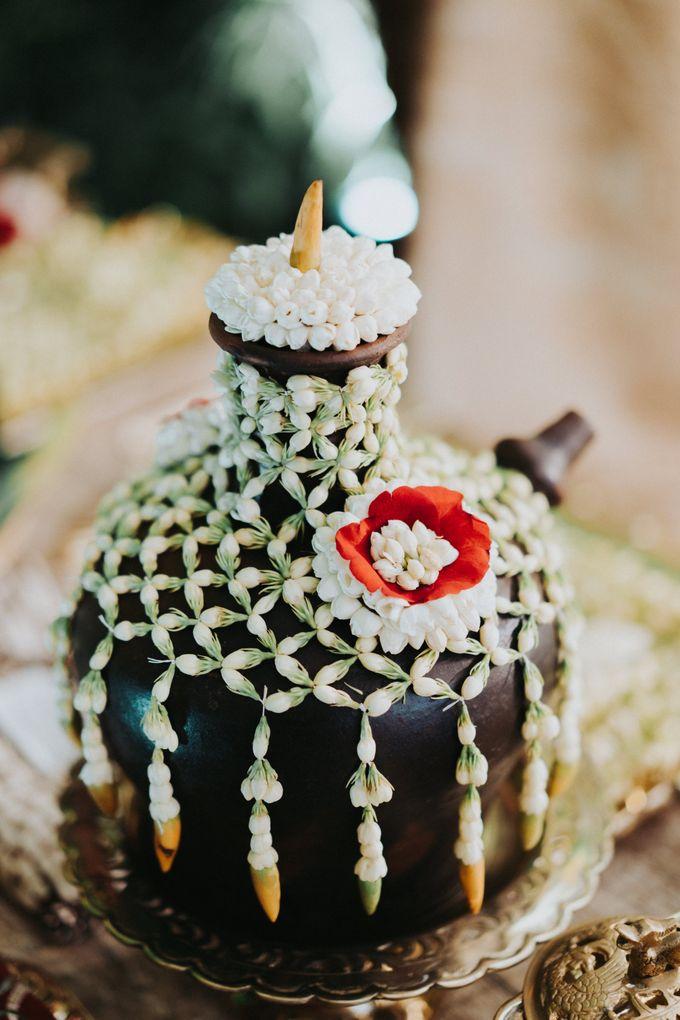 Javanese Traditional Wedding Theme at Dharmawangsa Hotel by Terralogical - 002
