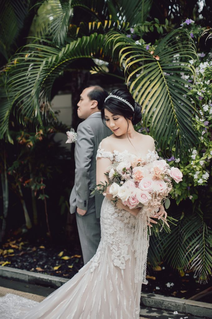 An Elegant Timeless Blush and Rose Gold Arrangement by Bali Wedding Atelier - 004