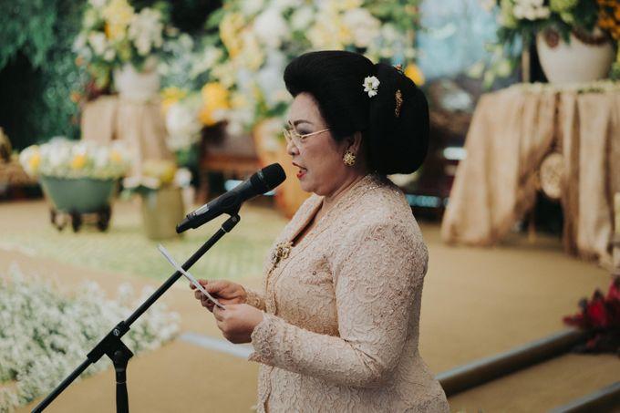 Javanese Traditional Wedding Theme at Dharmawangsa Hotel by Terralogical - 013