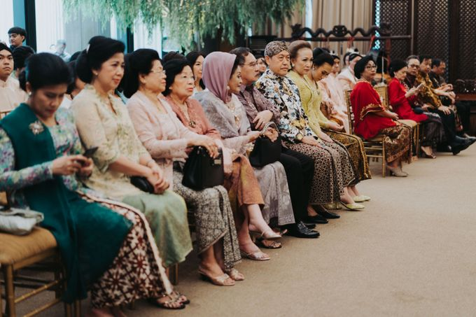 Javanese Traditional Wedding Theme at Dharmawangsa Hotel by Terralogical - 014