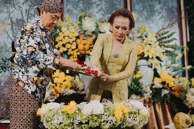 Javanese Traditional Wedding Theme at Dharmawangsa Hotel by Terralogical - 018