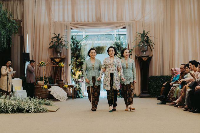 Javanese Traditional Wedding Theme at Dharmawangsa Hotel by Terralogical - 019