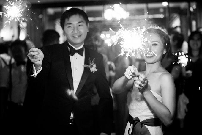 From Pancake To The Moon - Eddy & Lyshe Wedding by Vera Wang Singapore - 018