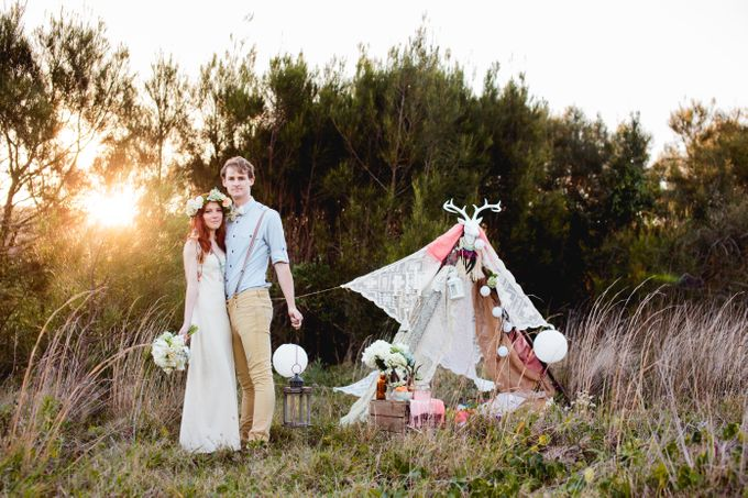 Romantic bohemian engagement shoot by Hilary Cam Photography - 004
