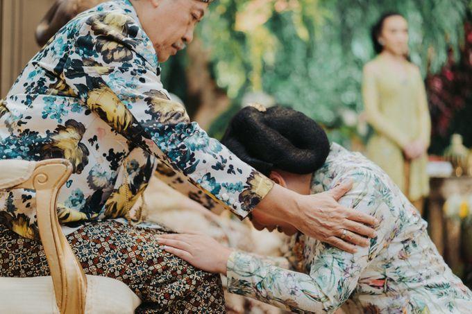 Javanese Traditional Wedding Theme at Dharmawangsa Hotel by Terralogical - 020