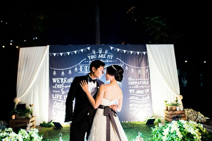 From Pancake To The Moon - Eddy & Lyshe Wedding by Vera Wang Singapore - 022
