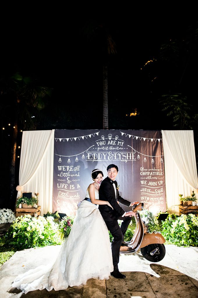 From Pancake To The Moon - Eddy & Lyshe Wedding by Vera Wang Singapore - 023