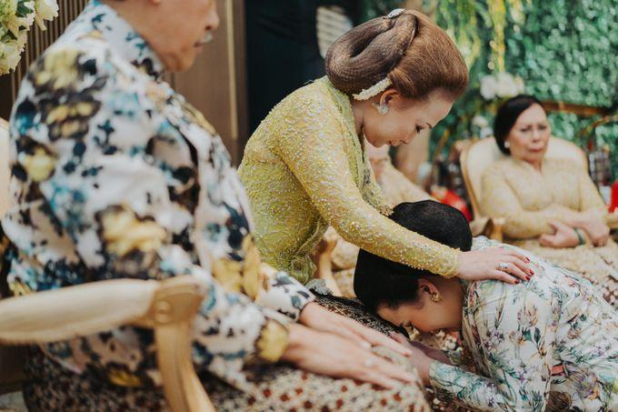 Javanese Traditional Wedding Theme at Dharmawangsa Hotel by Terralogical - 021
