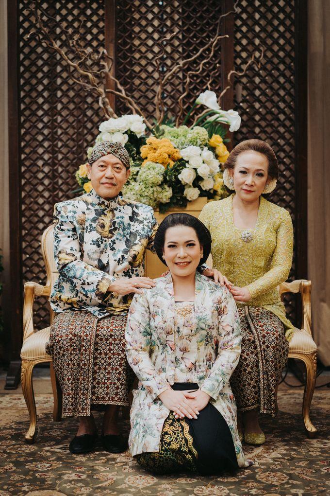 Javanese Traditional Wedding Theme at Dharmawangsa Hotel by Terralogical - 022