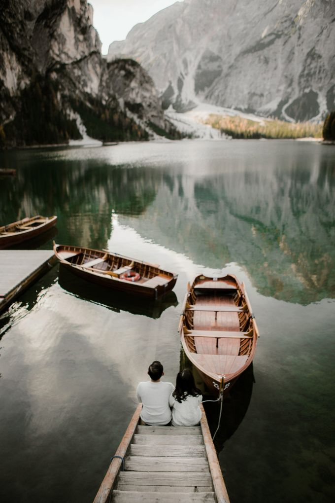Lago di Braies Pre Wedding Couple Shoot - the most beautiful lake of Dolomites in Italy. by Fotomagoria - 001