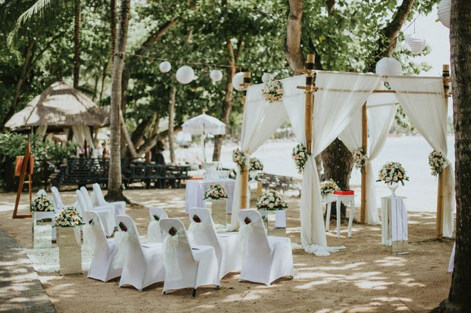 Romantic beach front wedding of Allan & Emma by Ario Narendro Photoworks - 008