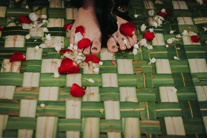 Javanese Traditional Wedding Theme at Dharmawangsa Hotel by Terralogical - 026