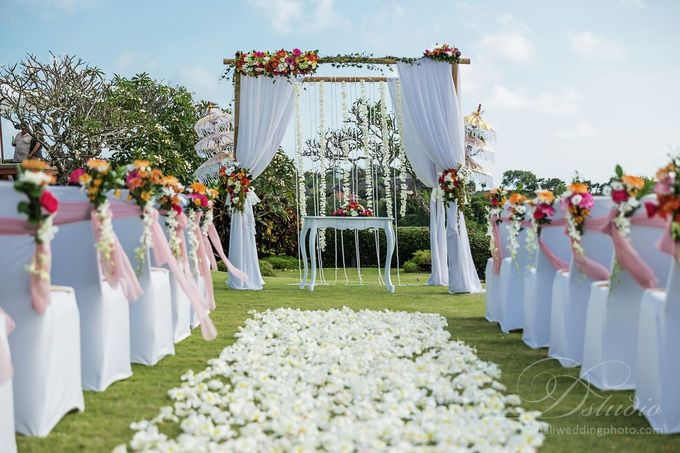 Tracey and Steve Wedding Day at The Istana Uluwatu by D'studio Photography Bali - 003