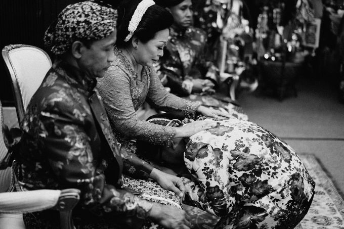 Javanese Traditional Wedding Theme at Dharmawangsa Hotel by Terralogical - 031