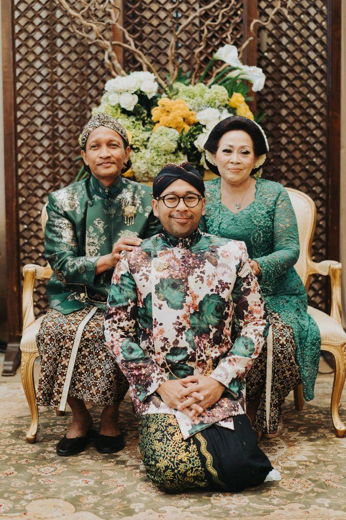 Javanese Traditional Wedding Theme at Dharmawangsa Hotel by Terralogical - 034