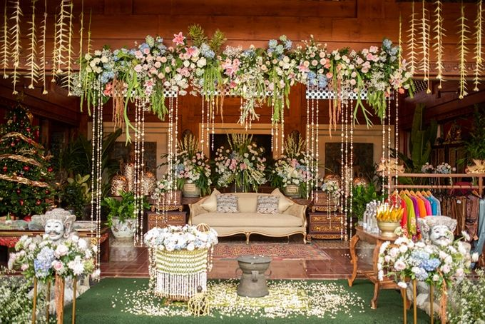 JAVANESE TRADITIONAL TINGKEBAN by Bali Izatta Wedding Planner & Wedding Florist Decorator - 001