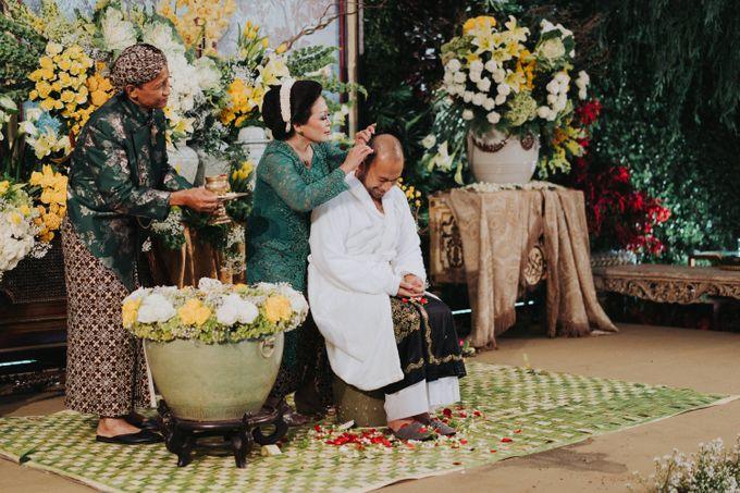 Javanese Traditional Wedding Theme at Dharmawangsa Hotel by Terralogical - 036