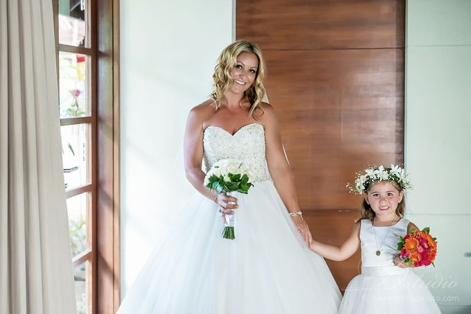 Tracey and Steve Wedding Day at The Istana Uluwatu by D'studio Photography Bali - 009