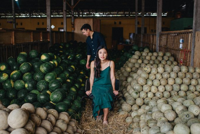 Fruit Market Couple Session of Alicia and Ryan by Terralogical - 005