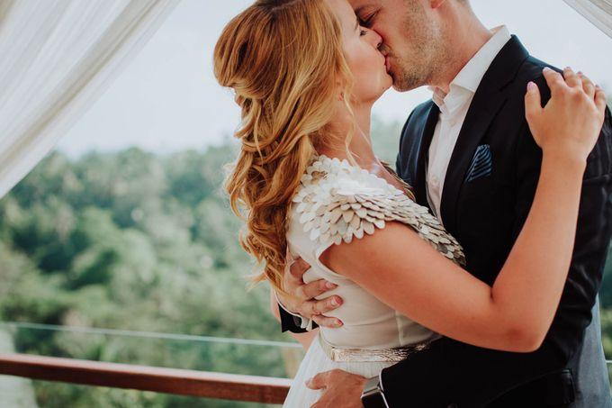 Intimate post wedding session of Corina & Razvan by Ario Narendro Photoworks - 007