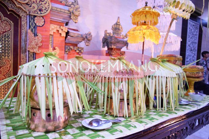 The wedding of Mbak Dian & Mas Ernan at Gedung Sasono Utomo by Sonokembang Catering - 005