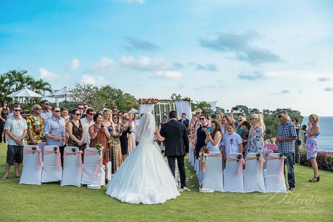 Tracey and Steve Wedding Day at The Istana Uluwatu by D'studio Photography Bali - 010
