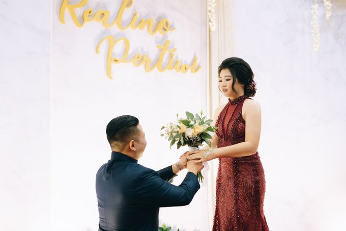 ENGAGEMENT REALINO & PERTIWI by lovre pictures - 014