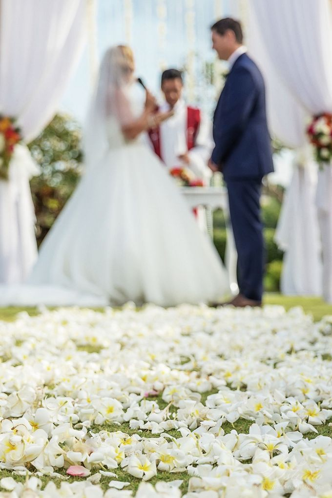 Tracey and Steve Wedding Day at The Istana Uluwatu by D'studio Photography Bali - 016