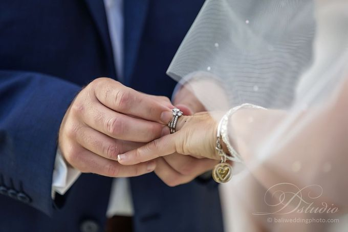 Tracey and Steve Wedding Day at The Istana Uluwatu by D'studio Photography Bali - 017