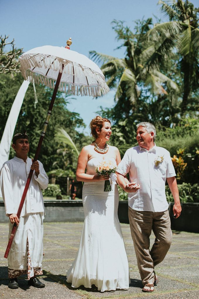 Romantic beach front wedding of Allan & Emma by Ario Narendro Photoworks - 020
