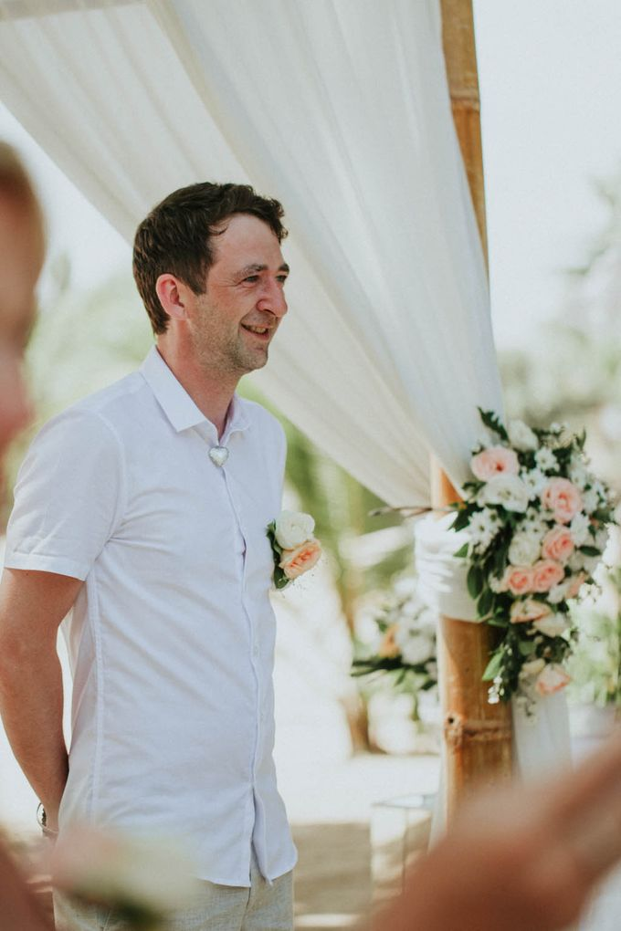 Romantic beach front wedding of Allan & Emma by Ario Narendro Photoworks - 021