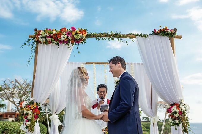 Tracey and Steve Wedding Day at The Istana Uluwatu by D'studio Photography Bali - 018