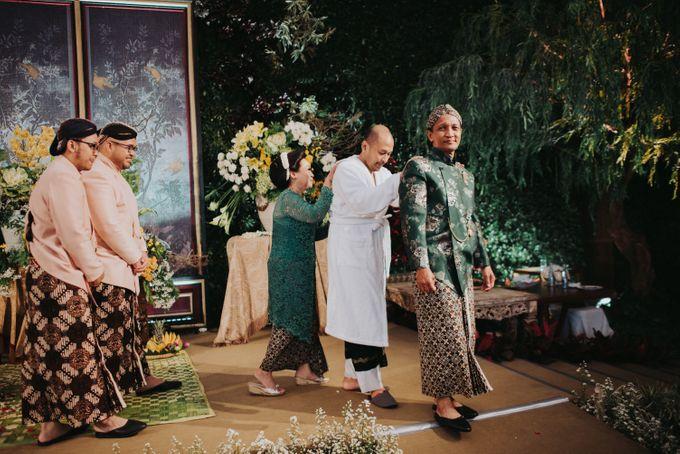 Javanese Traditional Wedding Theme at Dharmawangsa Hotel by Terralogical - 037