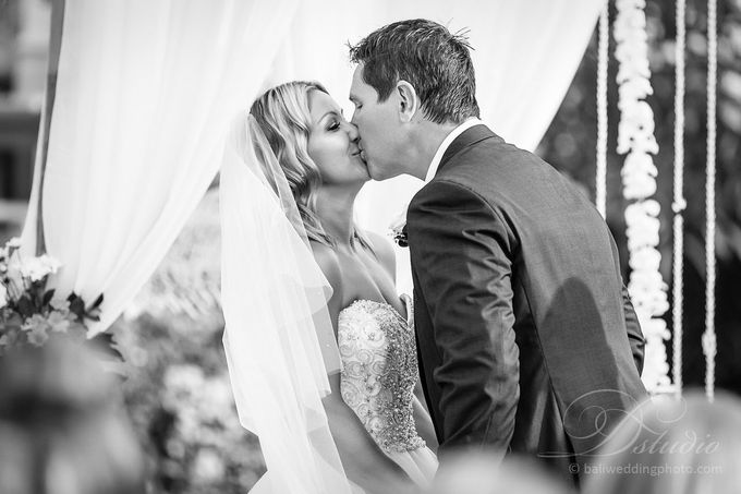 Tracey and Steve Wedding Day at The Istana Uluwatu by D'studio Photography Bali - 019